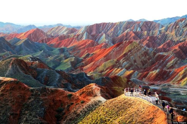 Những hình ảnh đẹp đến ngỡ ngàng của những ngọn núi cầu vồng ở Trung Quốc