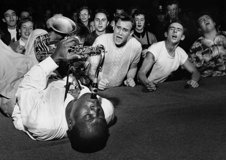 Buổi biểu diễn của Big Jay McNeely,1953, các khán giả phát cuồng vì anh.