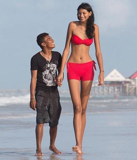 Cô gái cao nhất thế giới và người yêu nấm lùn
