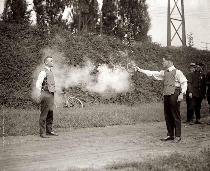 W.H. Murphy thử nghiệm bộ áo chống đạn, 1923