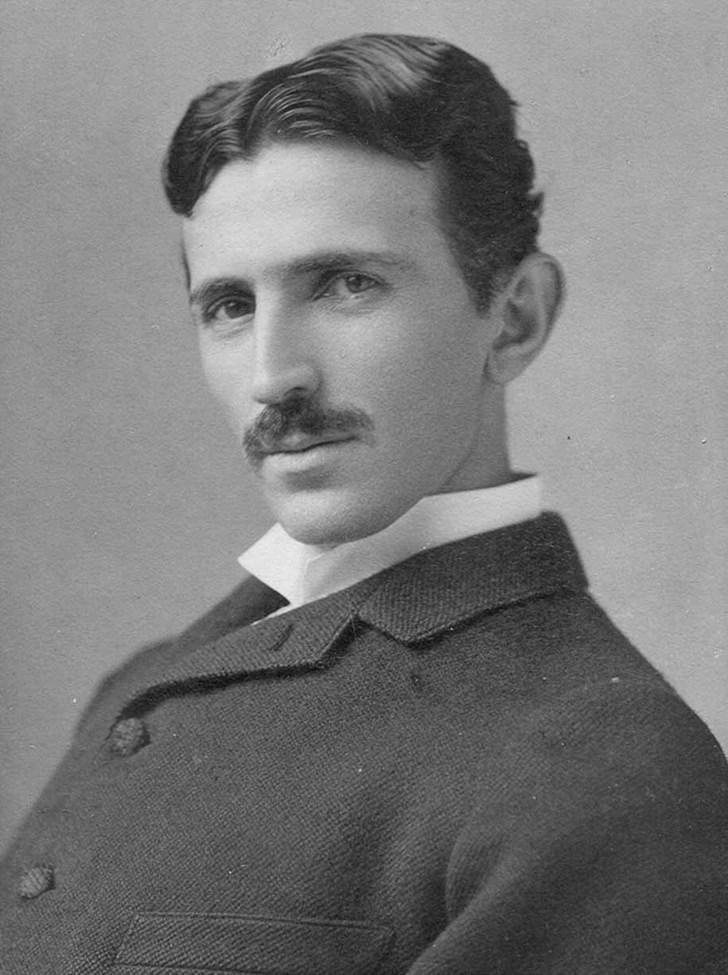 Nikola Tesla, 1893 (Học vật lý các bạn sẽ biết người này :D)