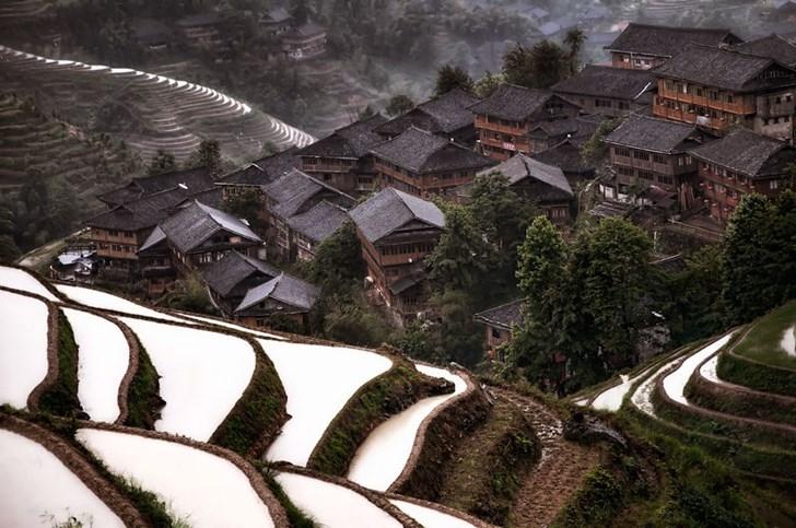 Ngôi làng quanh sườn núi tại Trung Quốc