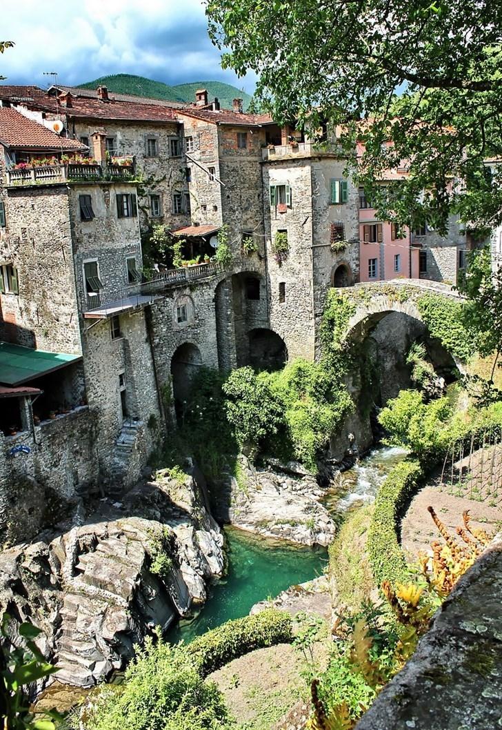 Bagnone, Ý