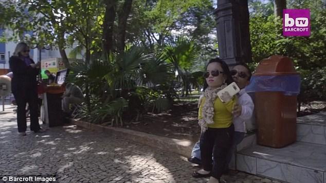 Katyucia Hoshino và Paulo Gabriel da Silva Barros, người Brazil, chỉ cao tầm 80cm.