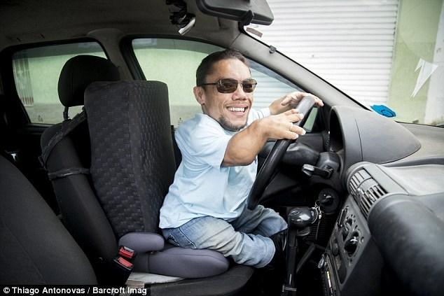 Chiếc xe này được thiết kế riêng để Paulo có thể dùng chân ga và chân phanh.