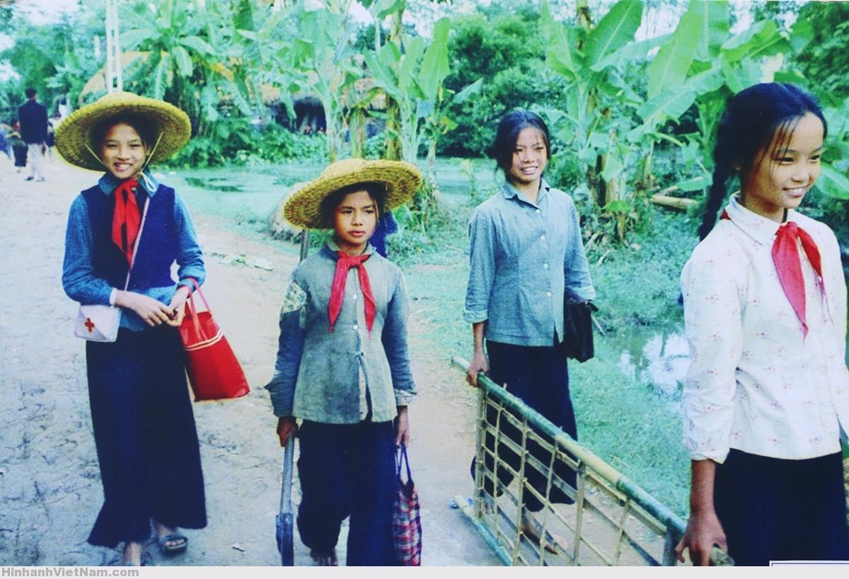 Thời đội mũ rơm đi học