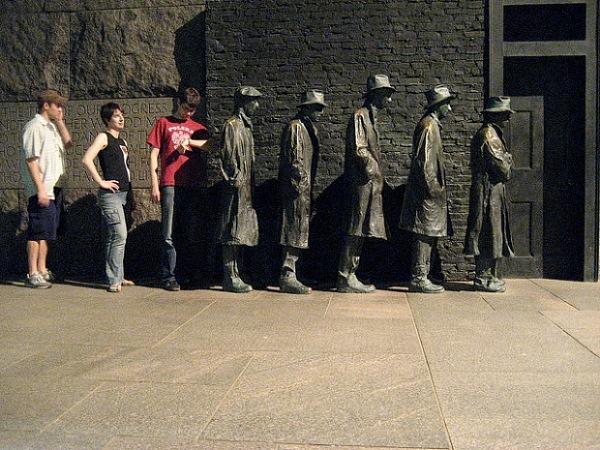 Những bức tượng kì quặc đến khó tin - Hình 18