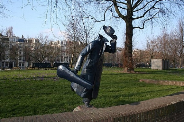 Những bức tượng kì quặc đến khó tin - Hình 14