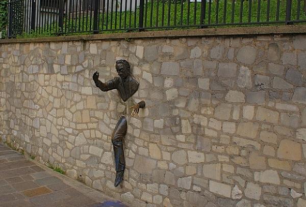 Những bức tượng kì quặc đến khó tin - Hình 21