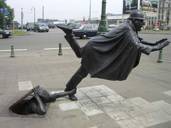 Những bức tượng kì quặc đến khó tin - Hình 23