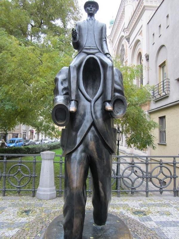 Những bức tượng kì quặc đến khó tin - Hình 25