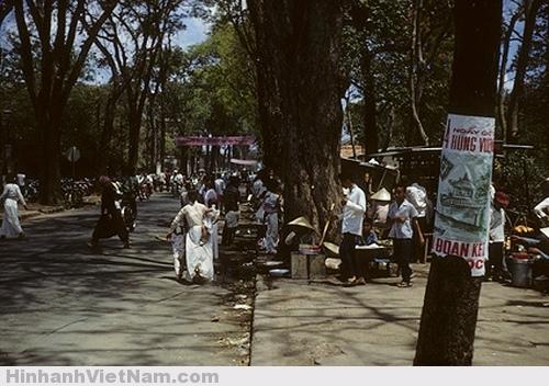 Những con đường thoáng đãng, rộng rãi hơn của hiện tại vì lượng xe và người còn hạn chế