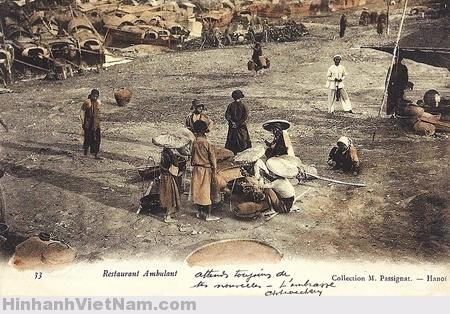 Gánh hàng rong trên bờ Sông Hồng