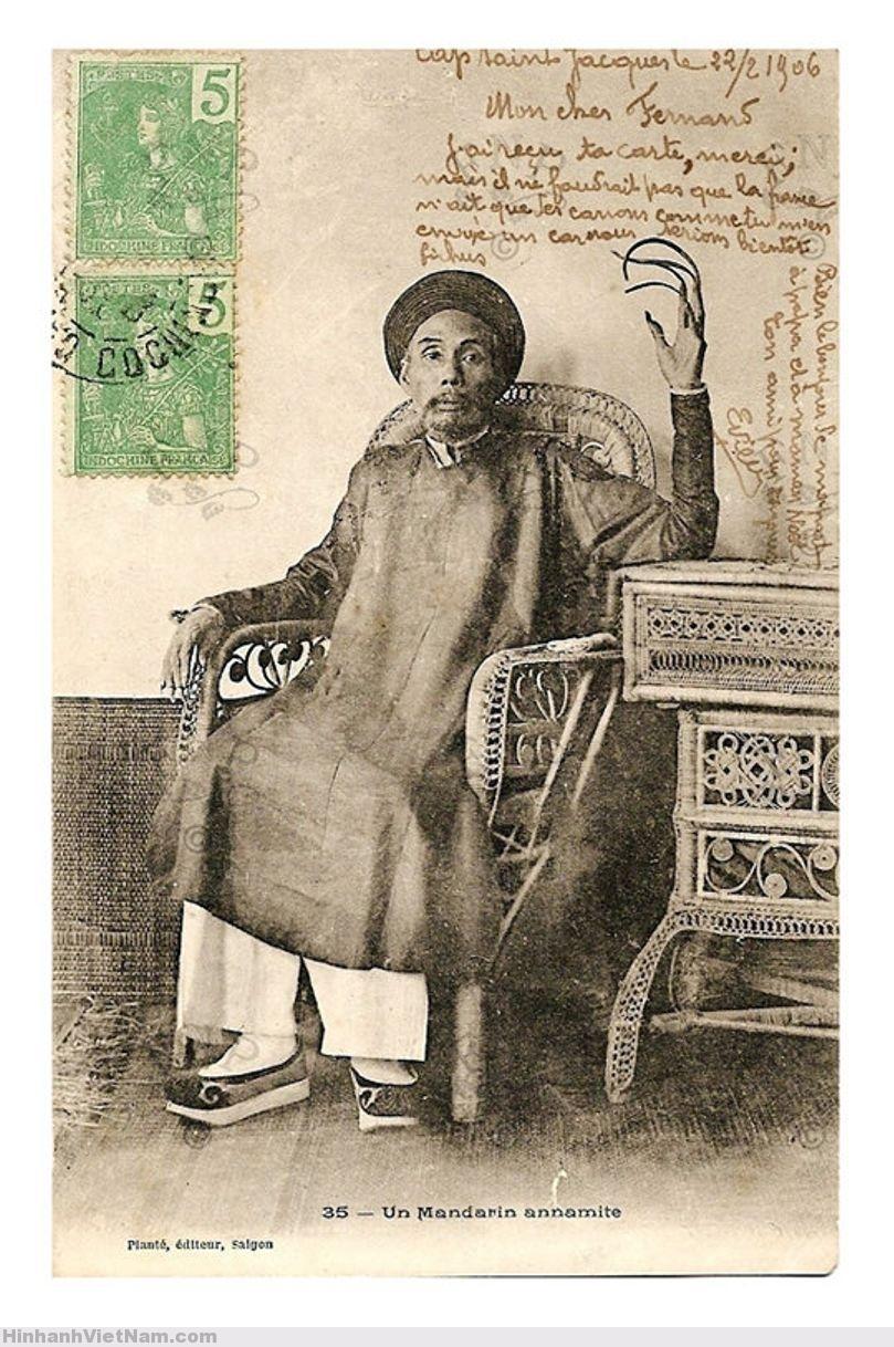 một ông quan người An Nam (VN) với móng tay để dài