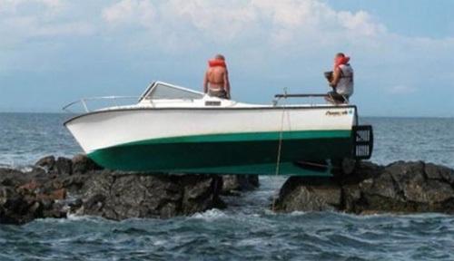 Những chiếc thuyền gặp sự cố khó đỡ - Hình 7