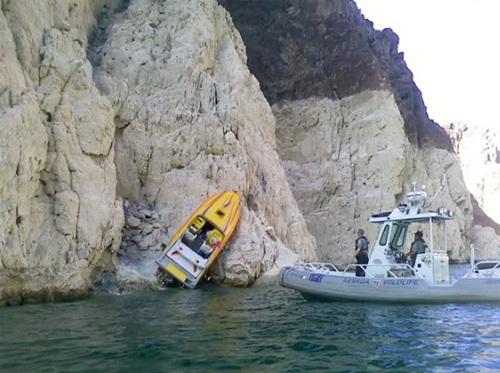 Những chiếc thuyền gặp sự cố khó đỡ - Hình 1