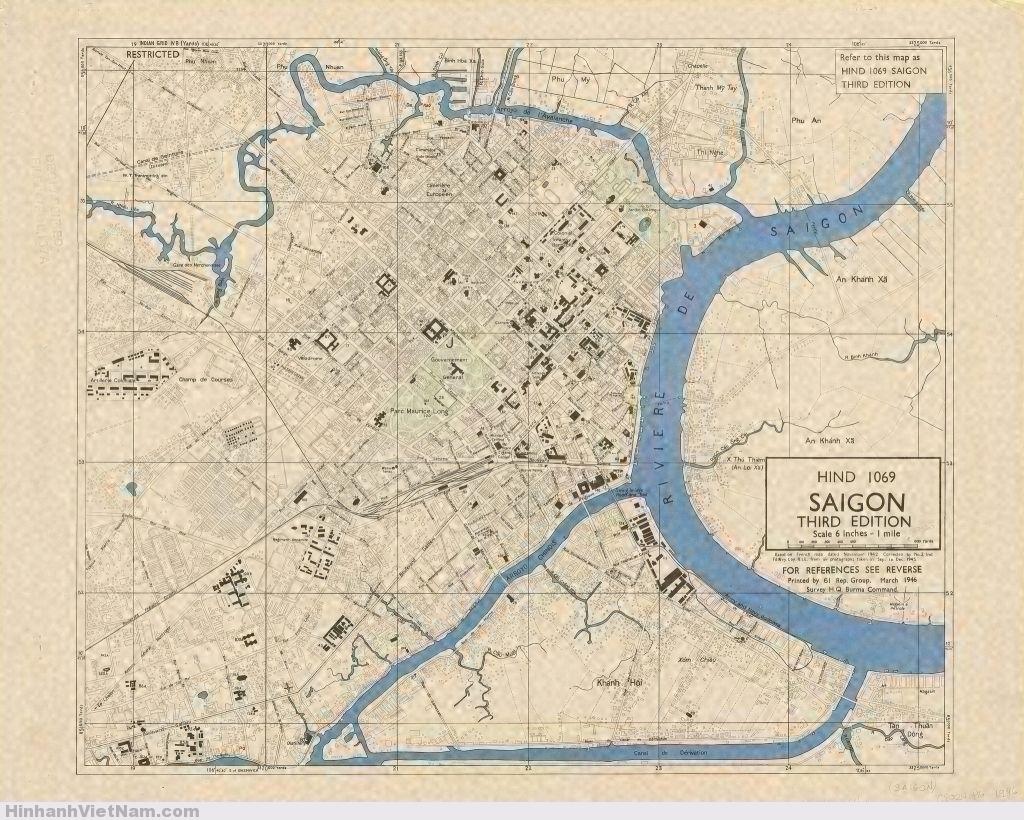 Các chú thích của bản đồ được in ở mặt sau. Bản đồ được in tại Miến Điện năm 1946 bởi Đoàn Thám sát không ảnh thuộc Bộ tư lệnh Quân đội Anh tại Miến Điện. Bản đồ này được vẽ căn cứ theo bản đồ của Pháp in tháng 11/1942 và được hiệu chỉnh bằng các không ảnh chụp từ tháng 9 đến tháng 12/1945.