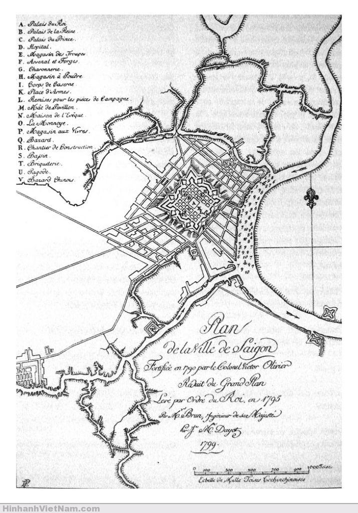 Bản đồ Sài Gòn 1795 Giải thích các địa danh trên Bản đồ Bản đồ thành phố Sài Gòn, được bố phòng vào năm 1790 bởi Đại tá Victor Olivier. Theo bản đồ lớn do kỹ sư hoàng gia Brun vẽ năm 1795 theo lệnh nhà vua, nay thu nhỏ lại bởi J.M. Dayot, 1799