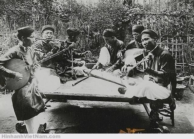 Un groupe de musiciens annamites 1900-1926