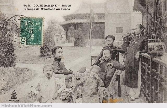 Cochinchine - Saigon - Groupe de Musiciens au Repos