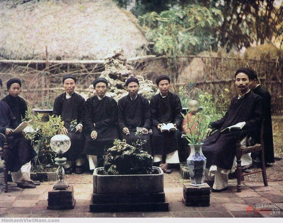 Các hương chức gần Hà Nội.