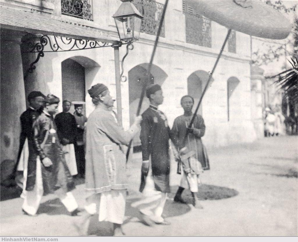 Vua Thành Thái và em tới thăm quan toàn quyền (1900)