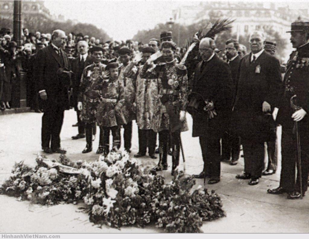 Vua Khải Ðịnh và thái tử Vĩnh Thụy tại Paris năm 1922