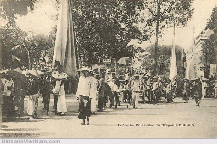 Đám múa lân, Cholon_la_procession_du_dragon