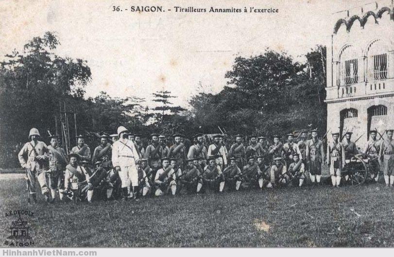 Một buổi huấn luyện binh lính thuộc địa dưới thời Pháp thuộc