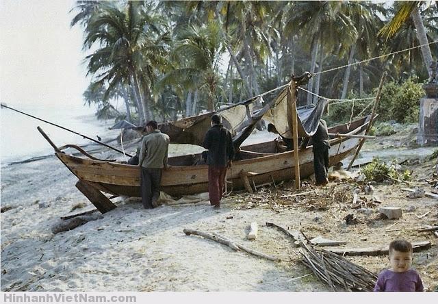 Ngư dân chuẩn bị đi biển