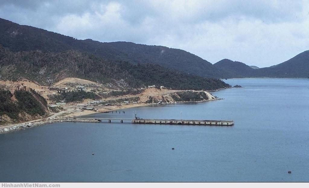 Một cầu tàu ở Vũng Rô