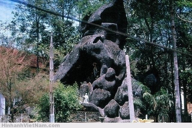 Hang đá nhà thờ Thủ Đức