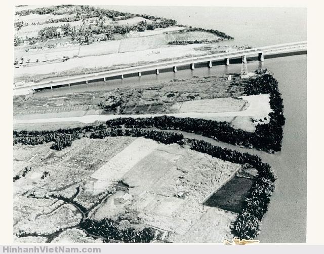 Saigon 1966 - Rice Paddy Selected To Become the Site Of Newport Khu ruộng lúa cạnh sông SG được chọn để xây dựng Tân Cảng. January 1966