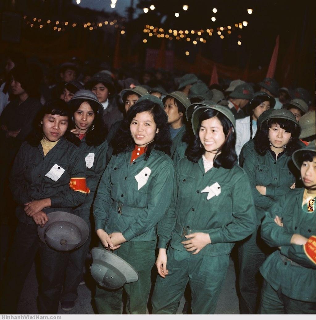Các nữ quân nhân tham gia cuộc mít-tinh.
