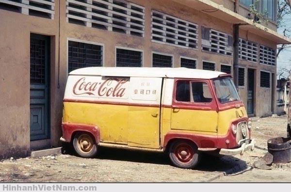 Năm 1960, hãng nước ngọt CoCa Cola chính thức có mặt ở Việt Nam