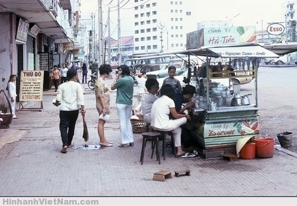 Một xe sinh tố trên đường Nguyễn Cư Trinh (quận 01)