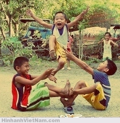 Ký ức tuổi thơ với những trò chơi con trẻ ngày xưa, Những bức ảnh gợi nhớ về tuổi thơ thiếu thốn nhưng không thiếu trò chơi.