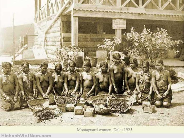 Phụ nữ Đà Lạt bản địa, khác với Phụ nữ Đà Lạt danh tiếng hiện giờ.