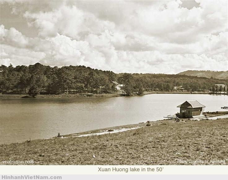Bờ hồ Xuân Hương