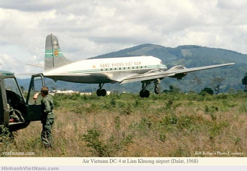 Chiếc may bay mang mã số DC-4 cất cánh tại sân bay Liên Khương 1968