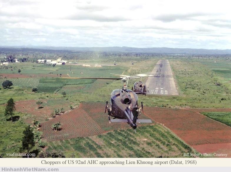 Trực thăng mang mã sô US 92 AHC bay trên bầu trời sân bay Liên Khương 1968