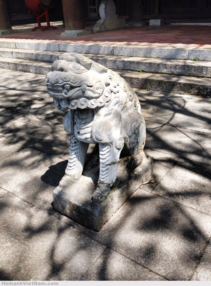 sư tử đá ở Lam Kinh