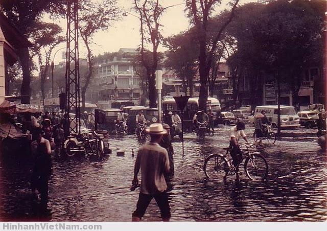 Cơn mưa sài gòn xưa, trước năm 1975, mưa to là sài gòn cũng bị ngập lụt