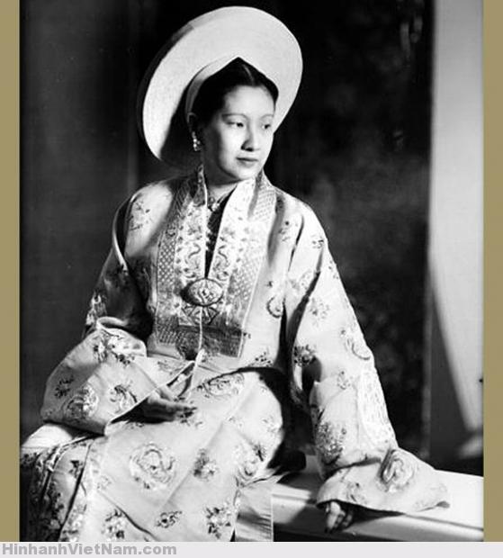 Nam Phuong (1913), wife of Bao Dai, Annam's empress. France, 1949