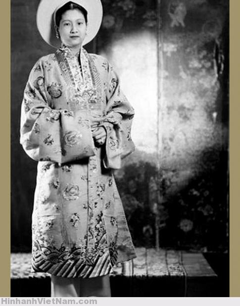 Nam Phuong (1913), wife of Bao Dai, Annam's empress. France, 1949 (2)