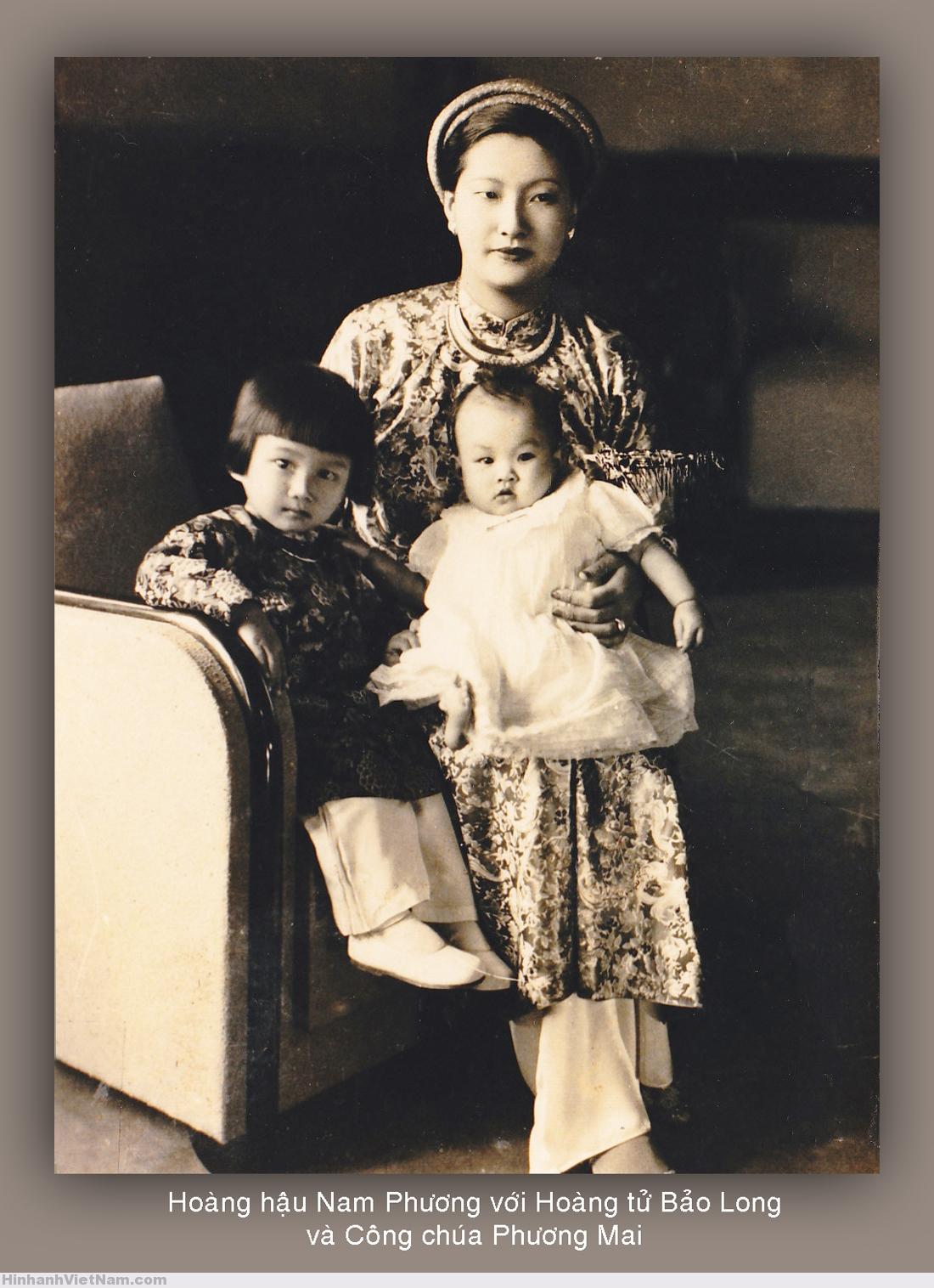 Hoàng hậu Nam Phương với Hoàng tử Bảo Long và Công chúa Phương Mai