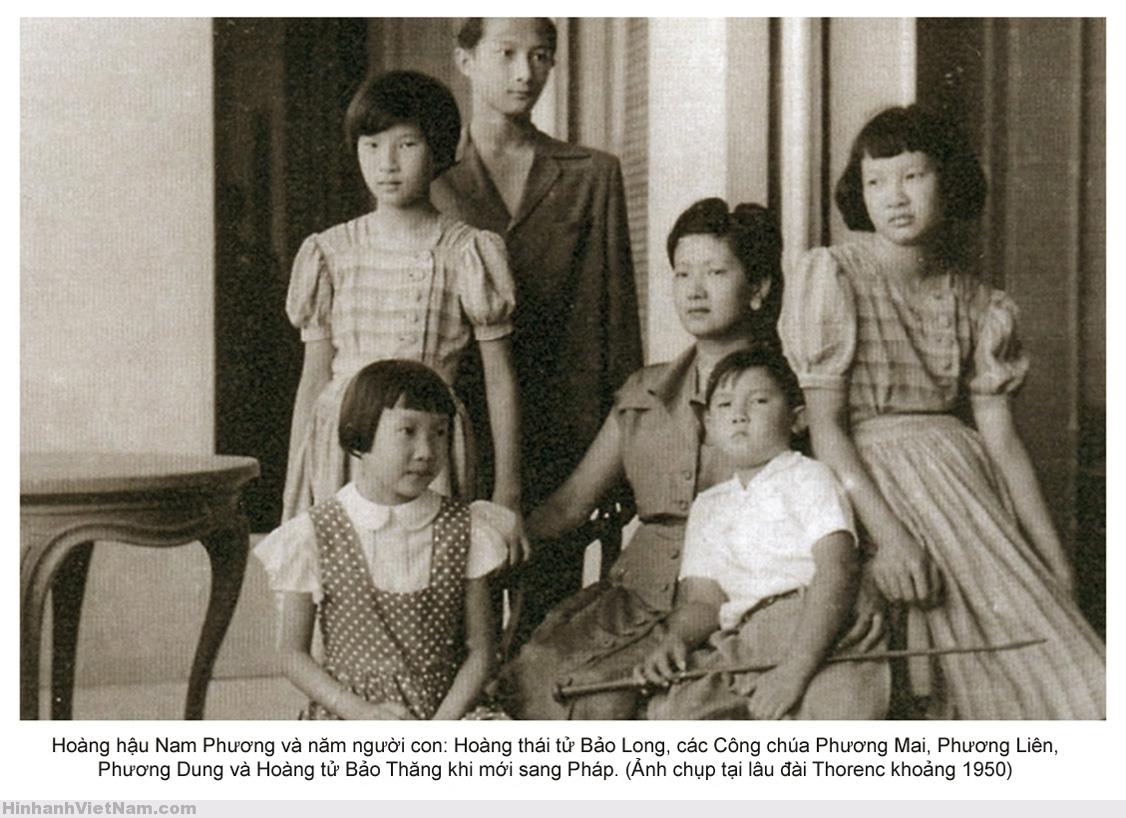 Hoàng hậu Nam Phương với 5 người con tại lâu đài Thorenc (thành phố Cannes, Pháp), khoảng 1950