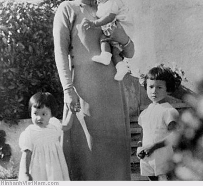 Annam's Empress and Children