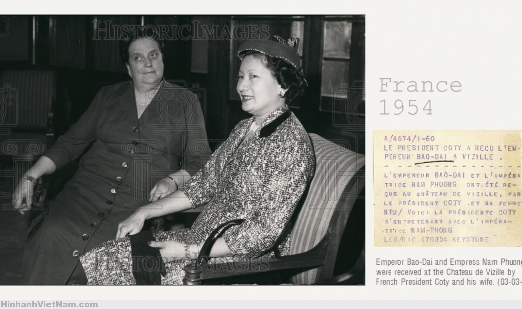 1954 President Coty's WIfe Talks with Empress Nam-Phuong – Press Photo