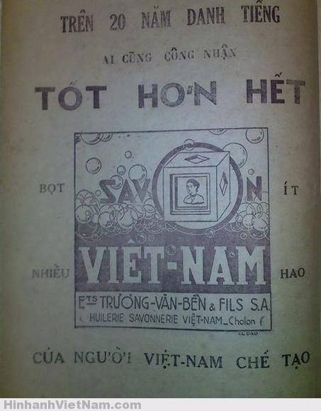 """Xà bông là mặt hàng được sản xuất tại Việt Nam rất sớm do ông Trương Văn Bền (1883 - 1956) một kỹ nghệ gia đồng thời là một chính trị gia gầy dựng qua nhãn hiệu Xà bông Việt Nam hay còn gọi là Xà bông Cô Ba. """"Cô Ba"""" là một bức ảnh bán thân của người phụ nữ búi tóc theo kiểu miền Nam, in nổi trên mỗi cục xà bông, trụ sở và xưởng sản xuất xà bông nổi tiếng của ông Trương Văn Bền trong những thập niên giữa thế kỷ 20 nằm ngay trên đường Kim Biên (rue de Cambodge) nơi có chợ Kim Biên trong Chợ Lớn ngày nay Lối quảng cáo của Savon Vietnam rất bình dị qua cách hành văn xưa: """"Trên 20 năm danh tiếng - Ai cũng công nhận TỐT HƠN HẾT"""". Hai bên bức hình một cục xà bong có dòng chữ """"Bọt nhiều"""" và """"Ít hao"""", phía dưới cùng là câu """"CỦA NGƯỜI VIỆT NAM CHẾ TẠO"""", từ quảng cáo các mặt hàng tiêu dùng như sữa, rượu bia, thuốc lá, thuốc tây, thuốc cao đơn hoàn tán, xà bong… ngành quảng cáo còn mạnh dạn tung ra một mặt hàng mà ít người dám nói đến chứ chưa nói gì đến việc quảng cáo rùm beng. Đó là việc mua hòm cho thân nhân khi mãn phần của Nhà hòm Tobia."""
